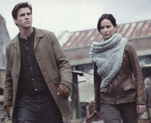 The-Hunger-Games-Catching-Fire_Jennifer-Lawrence-scarf-left_Image-credit-Lionsgate-494x400