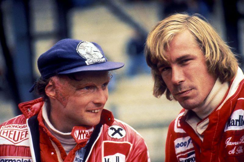 Niki-Lauda-talks-to-rival-James-Hunt-2258503